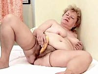 Mature plumper rubbing her clit with a banana